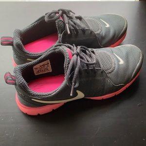Nike memory foam tennis shoe size 8
